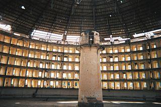 Panoptisches Gefängnis zur leichteren Überwachung der Gefangene
