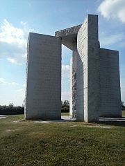 Georgia Guidestones - Bildquelle: Wikipedia / Ashley York