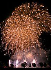 Feuerwerk - Bildquelle: Wikipedia / Ruben Wisniewski