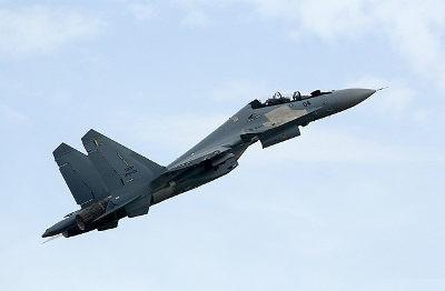 Kampfflugzeug - Bildquelle: Wikipedia / Kucingbiru13