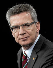 Thomas de Maiziere - Bildquelle: Wikipedia / MC1 Chad J. McNeeley; derivative work: MagentaGreen