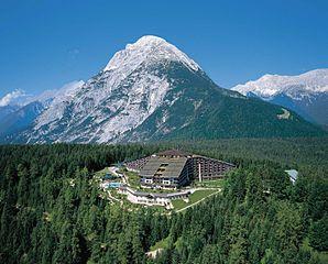 Interalpen-Hotel - Bildquelle: Wikipedia / Interalpen-Hotel Tyrol, Telfs/Buchen
