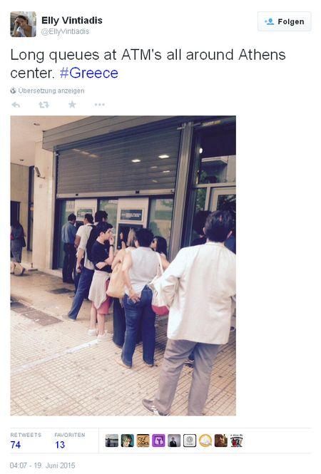Schlange am Geldautomaten - Bildquelle: Screenshot-Ausschnit Twitter