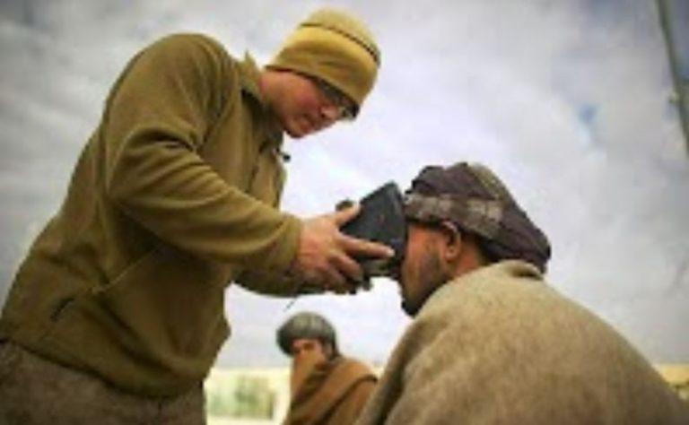 Mobiler Kriegsgebietsscanner der Firma Cross Match Technologies - Bildquelle: Cross Match Technologies